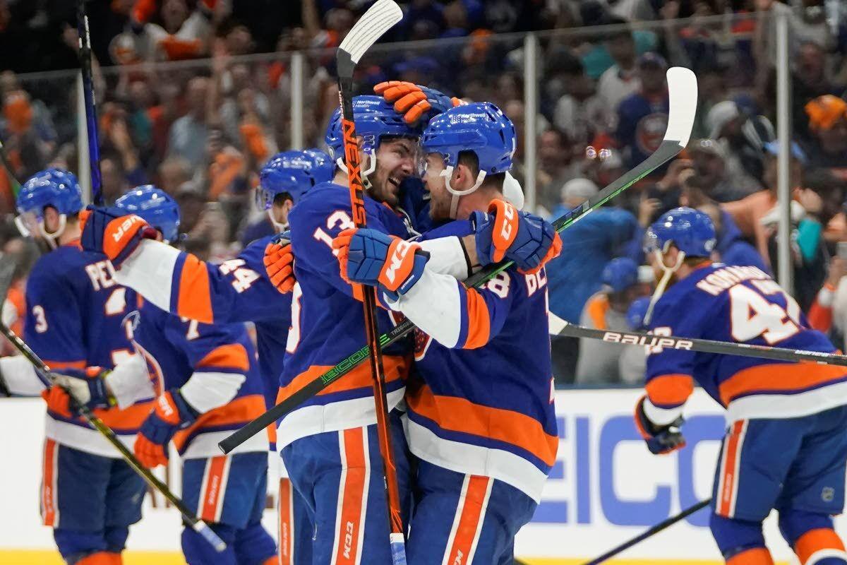 Islanders beat Lightning in OT