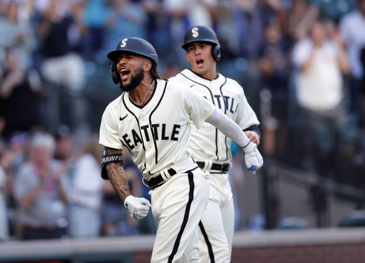 Mariners continue to find that extra-inning magic