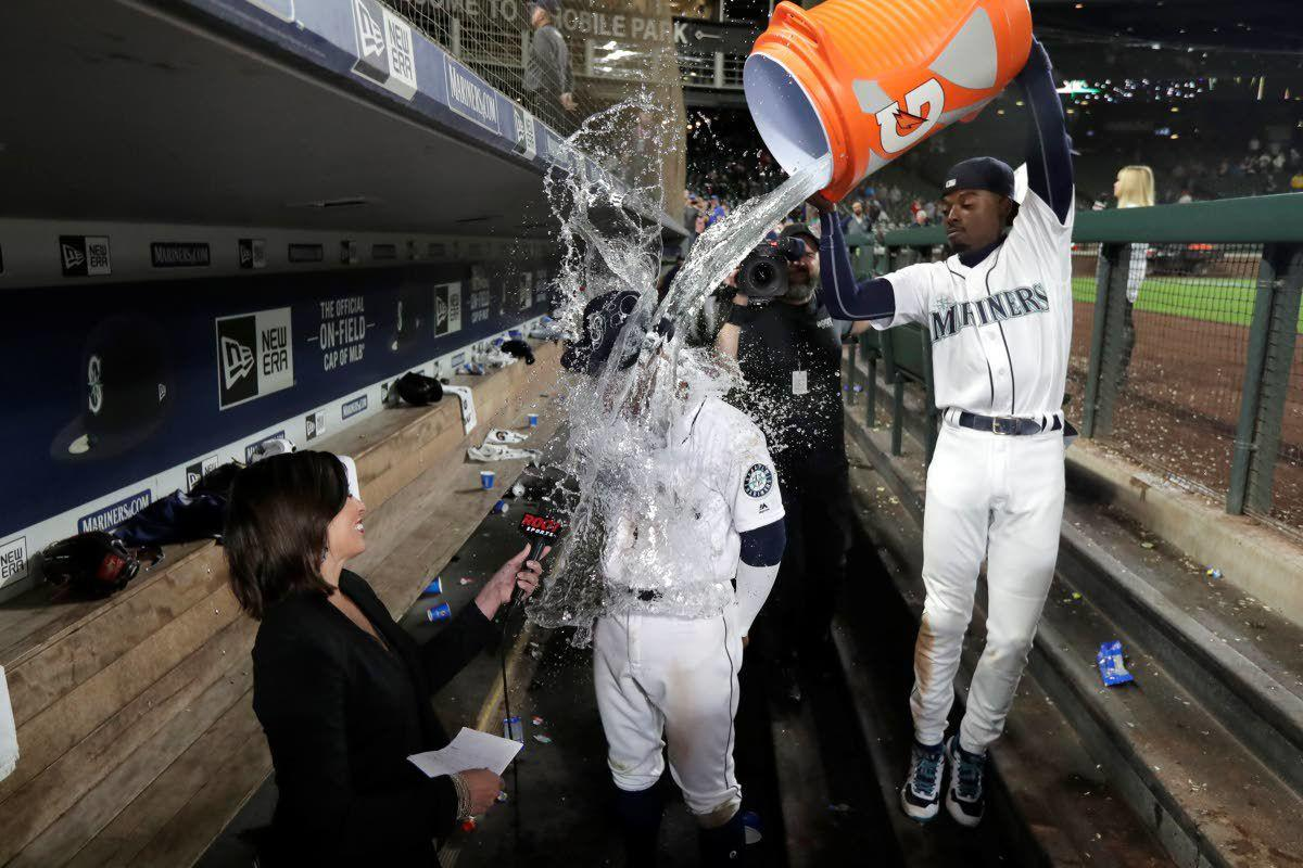 Lewis, Seager homer as M's beat Reds 4-3, end skid