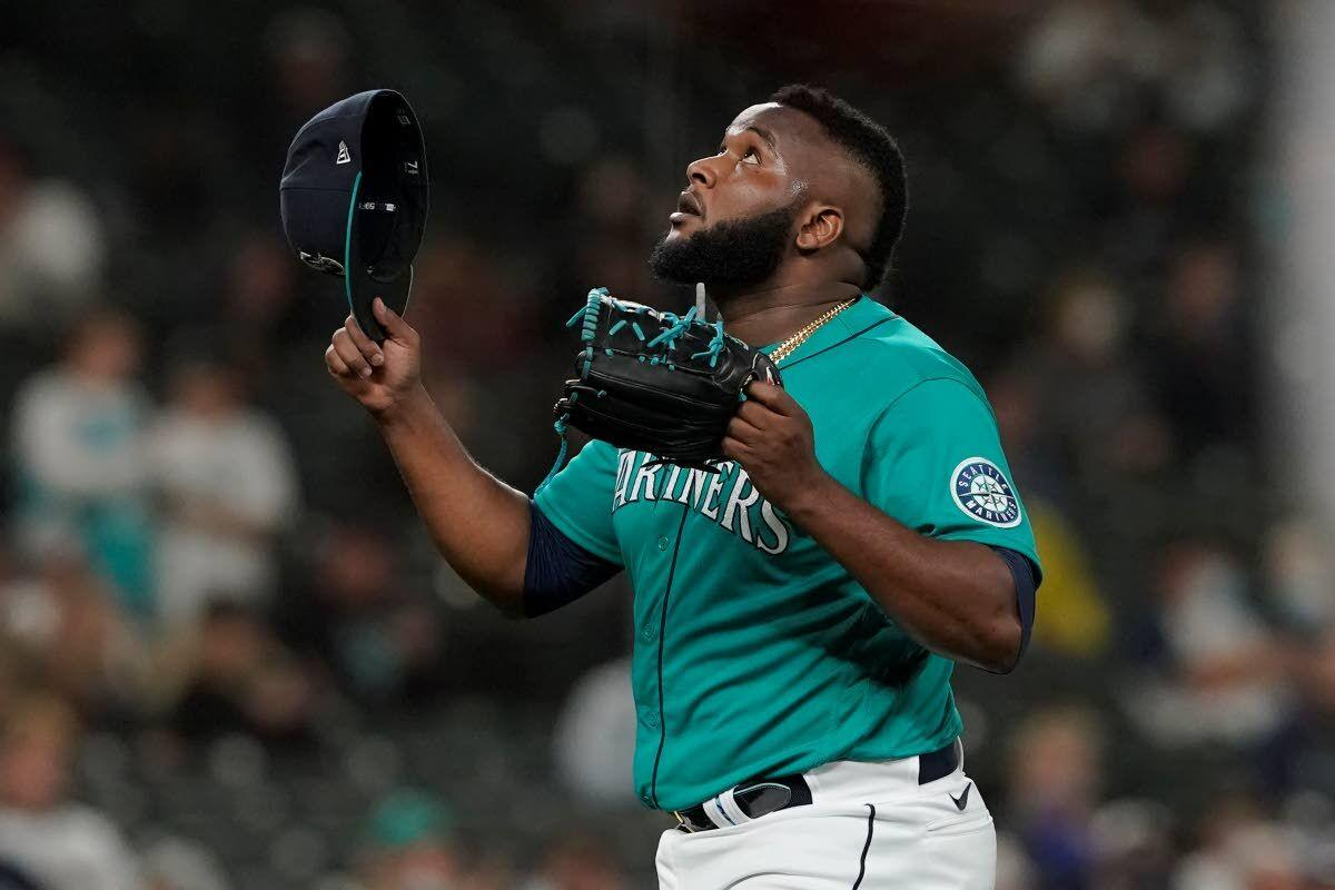 Mariners inch closer in wild-card chase