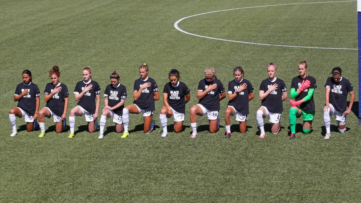 NWSL players kneel during the national anthem