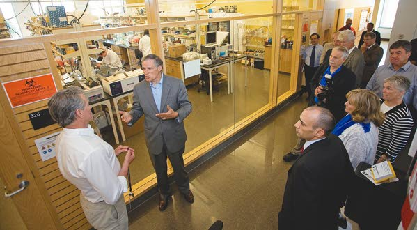 Gov. Inslee takes time to roam the Palouse