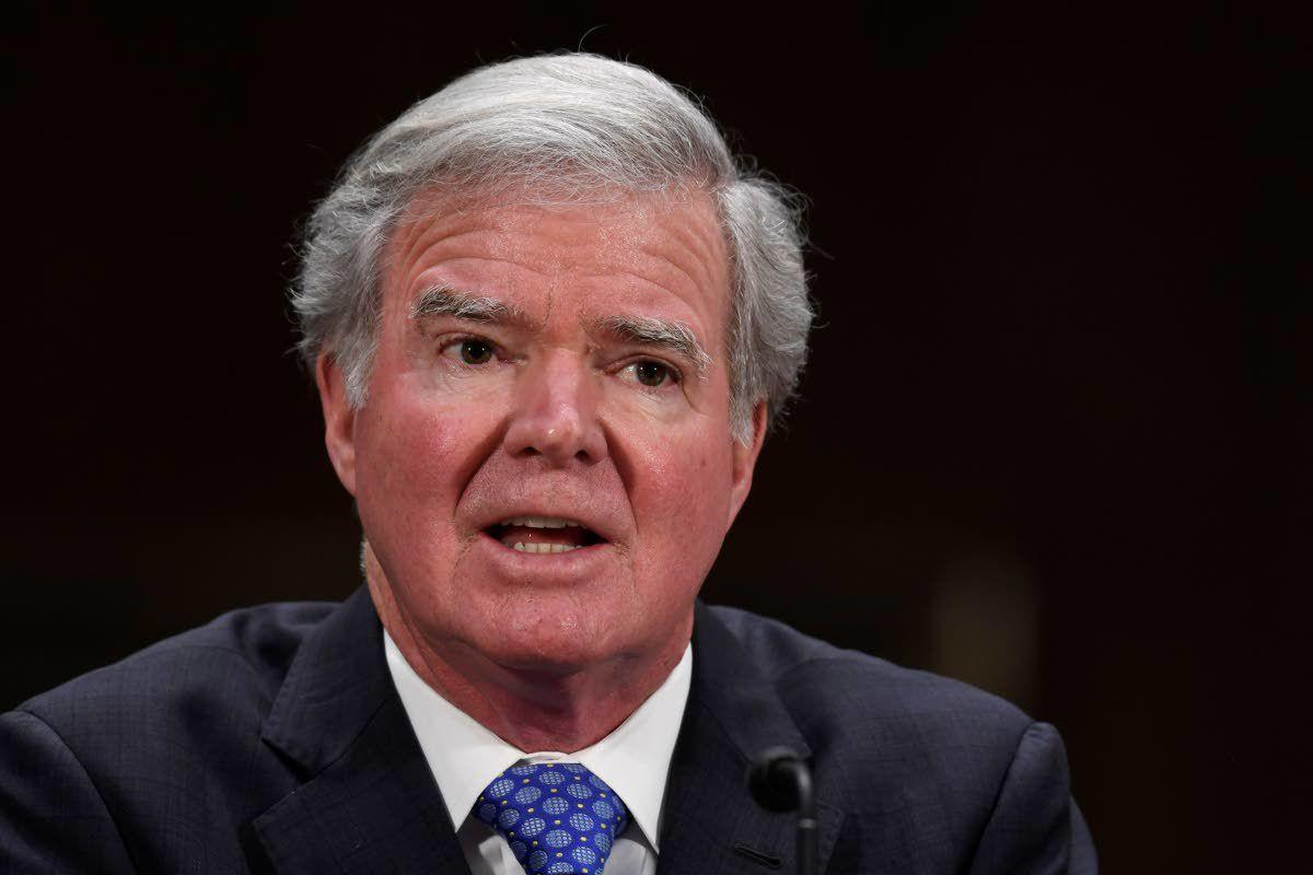 NCAA's Emmert presses Senate for 'guardrails' on athlete pay