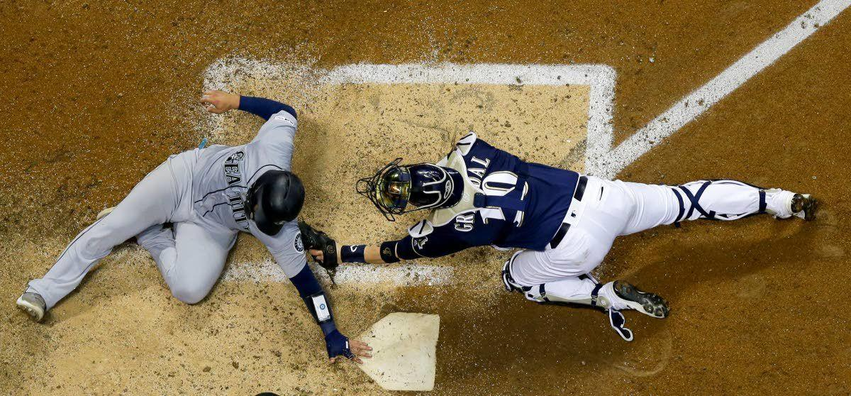 M's start road trip with a bang-up on Brewers