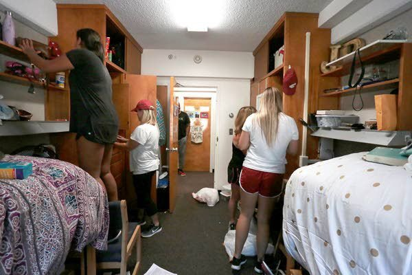 Captivating Students Start Moving Into WSU Dorms Part 16