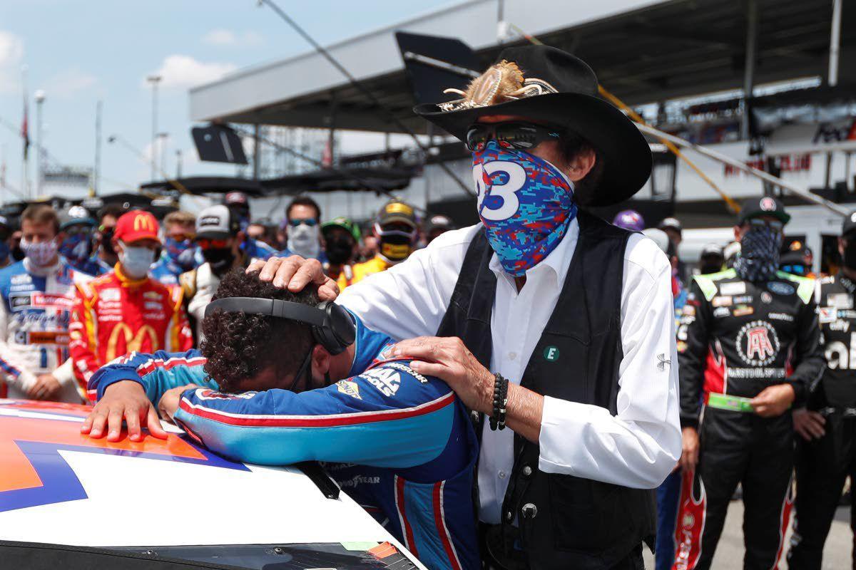 FBI finds no charges in NASCAR noose incident