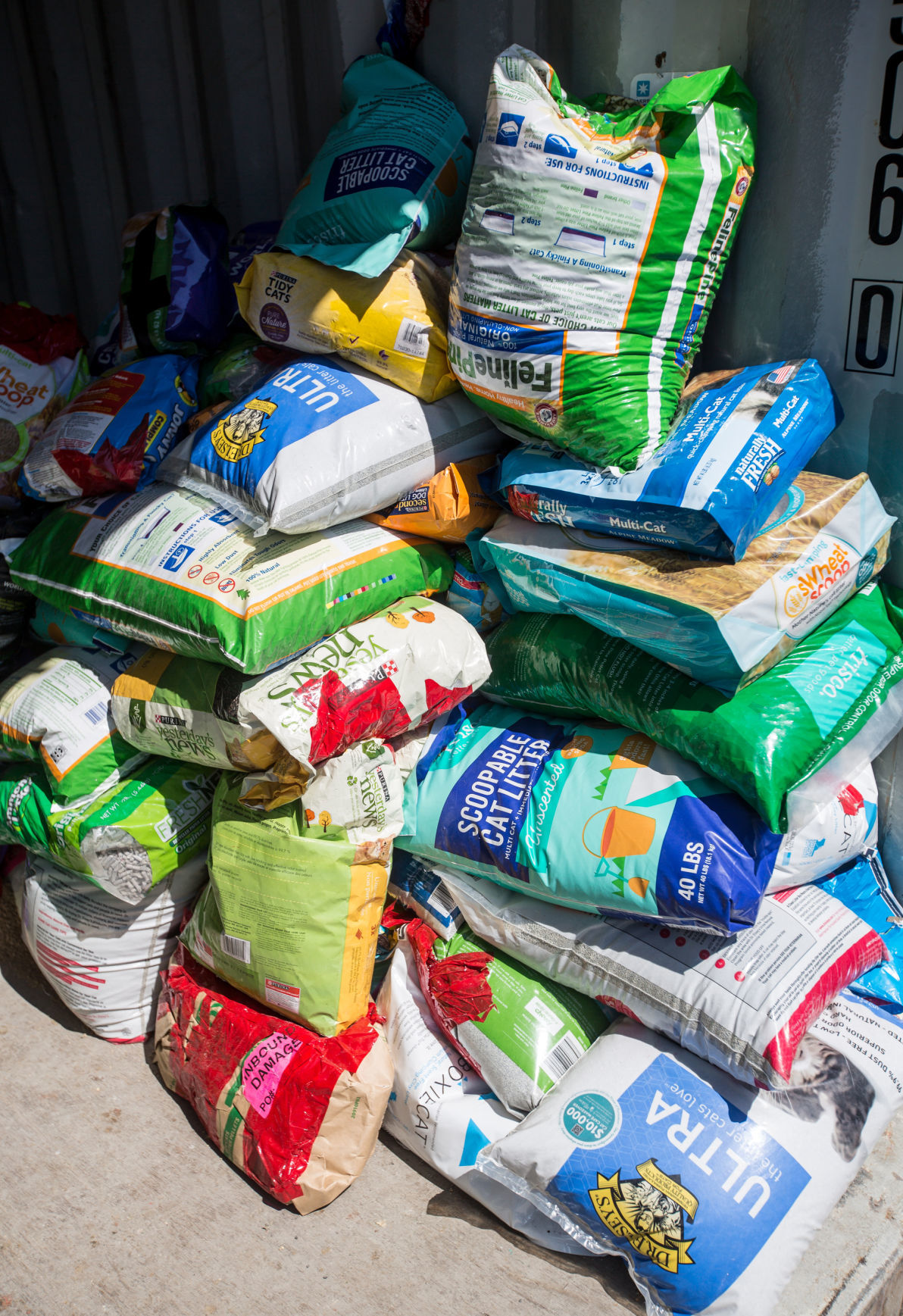 0409_DNR_Pet Food Bank_2