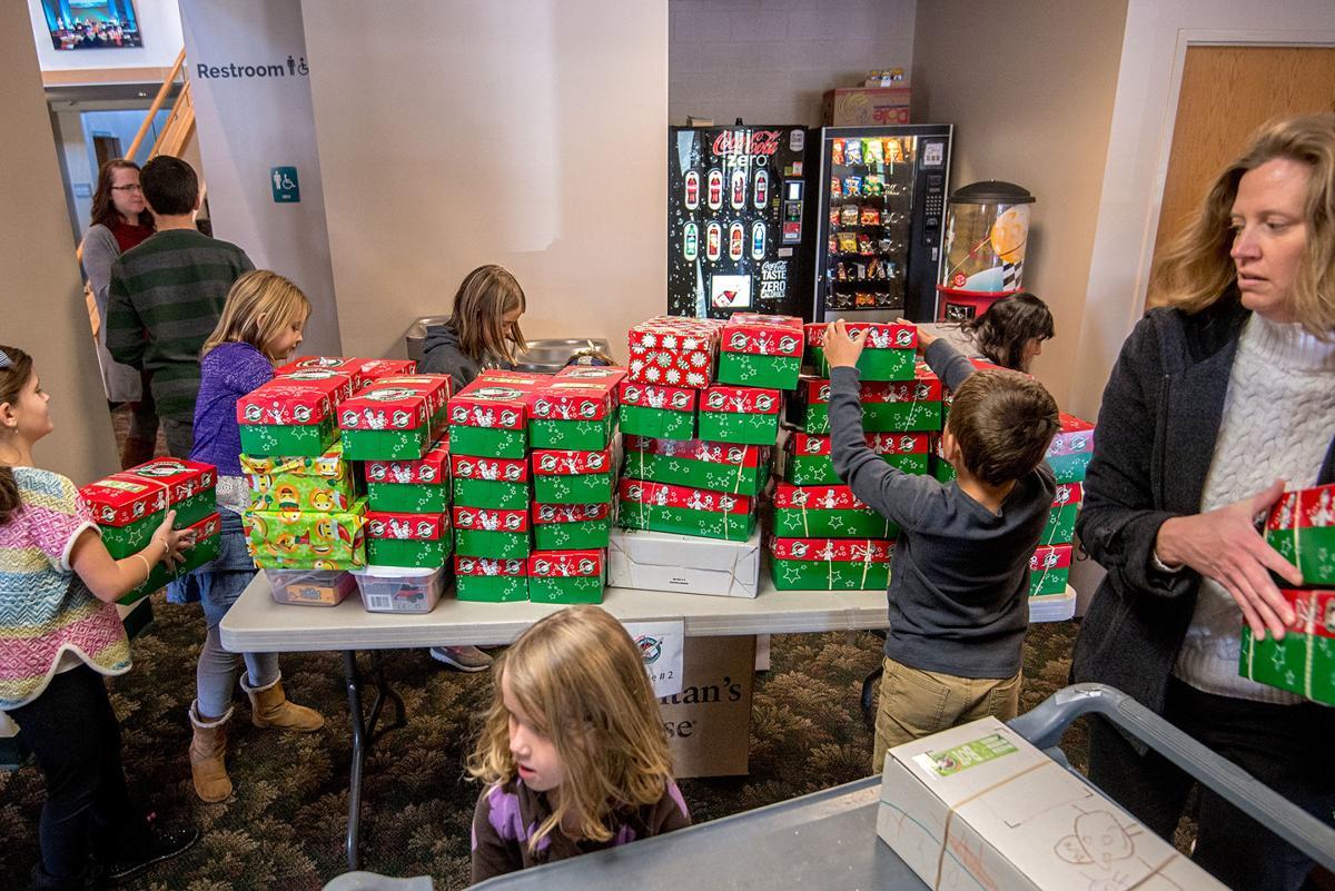 1120_dnr_Christmas Child Volunteers_2