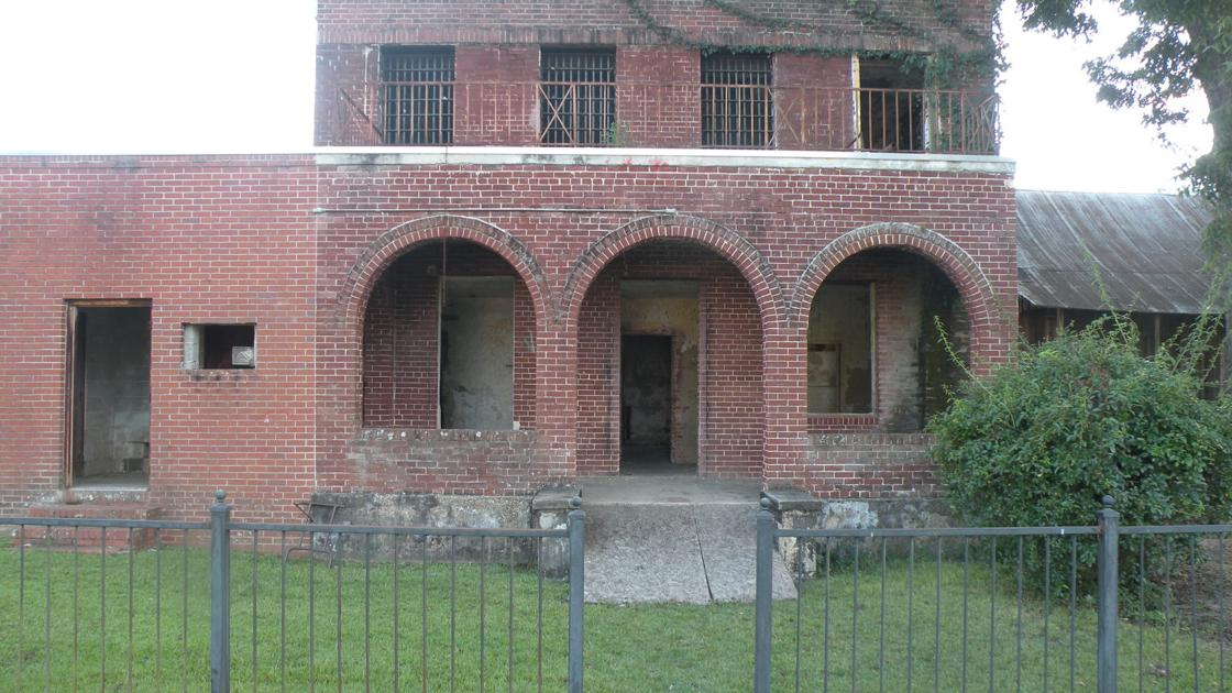 Old Coffee County Jail Beaming With Haunted History News Dothaneagle Com