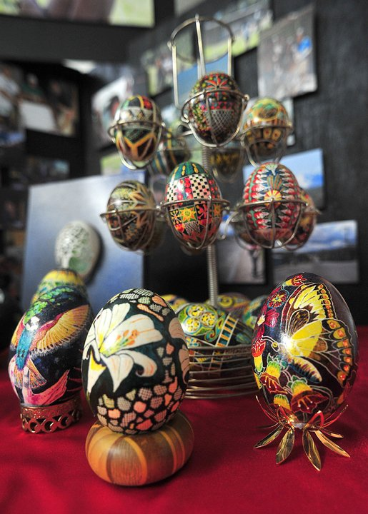 Artist uses eggs to give back | Lifestyles | dothaneagle com