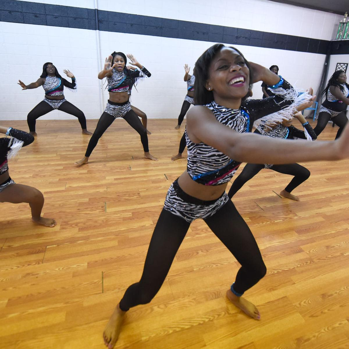 Hip Hop Majorettes Combine Cheerleading Majorette And Hip Hop Moves Local Dothaneagle Com