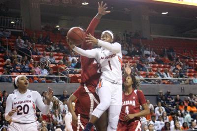 Alabama Women S Basketball Team Throttles Auburn Auburn