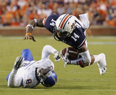 Auburn Football Tigers Tackle Defending K State Qb With Specialized