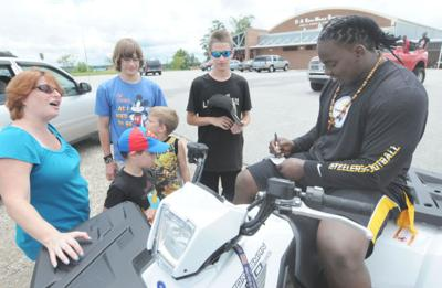 NFL player gives back through community event   News