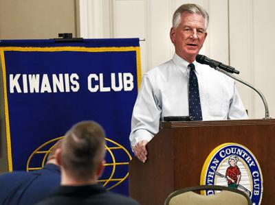 Tommy Tuberville speaks at Kiwanis meeting