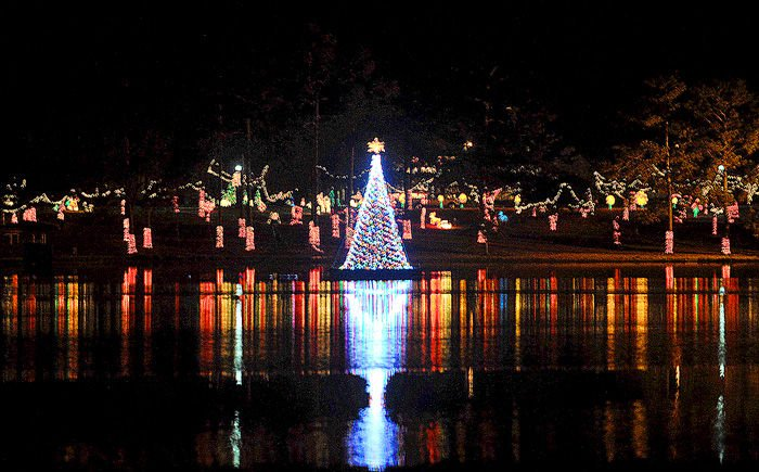 Defuniak Springs Christmas Reflections 2020 Christmas lights in DeFuniak Springs | Local | dothaneagle.com
