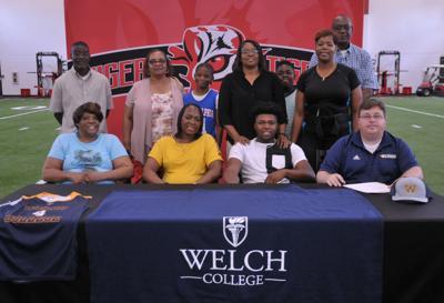 Jamal Whitehurst signs