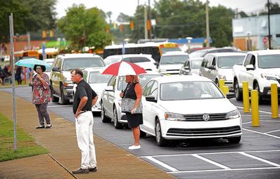 Pickup traffic at Dothan Preparatory Academy