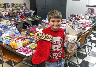 Cottonwood student collects toys for fellow classmates