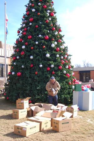 City Hall Christmas tree bids farewell to holidays