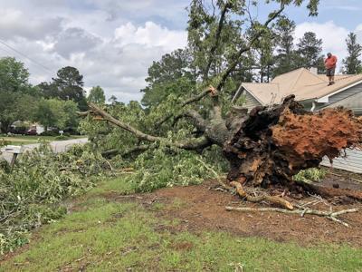 EF-1 tornado touches down in Douglas