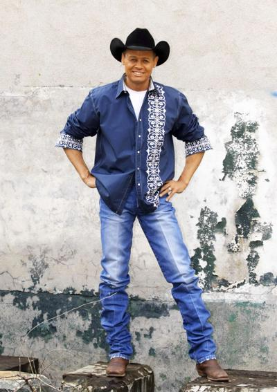 Neal McCoy brings country back to Mill Town