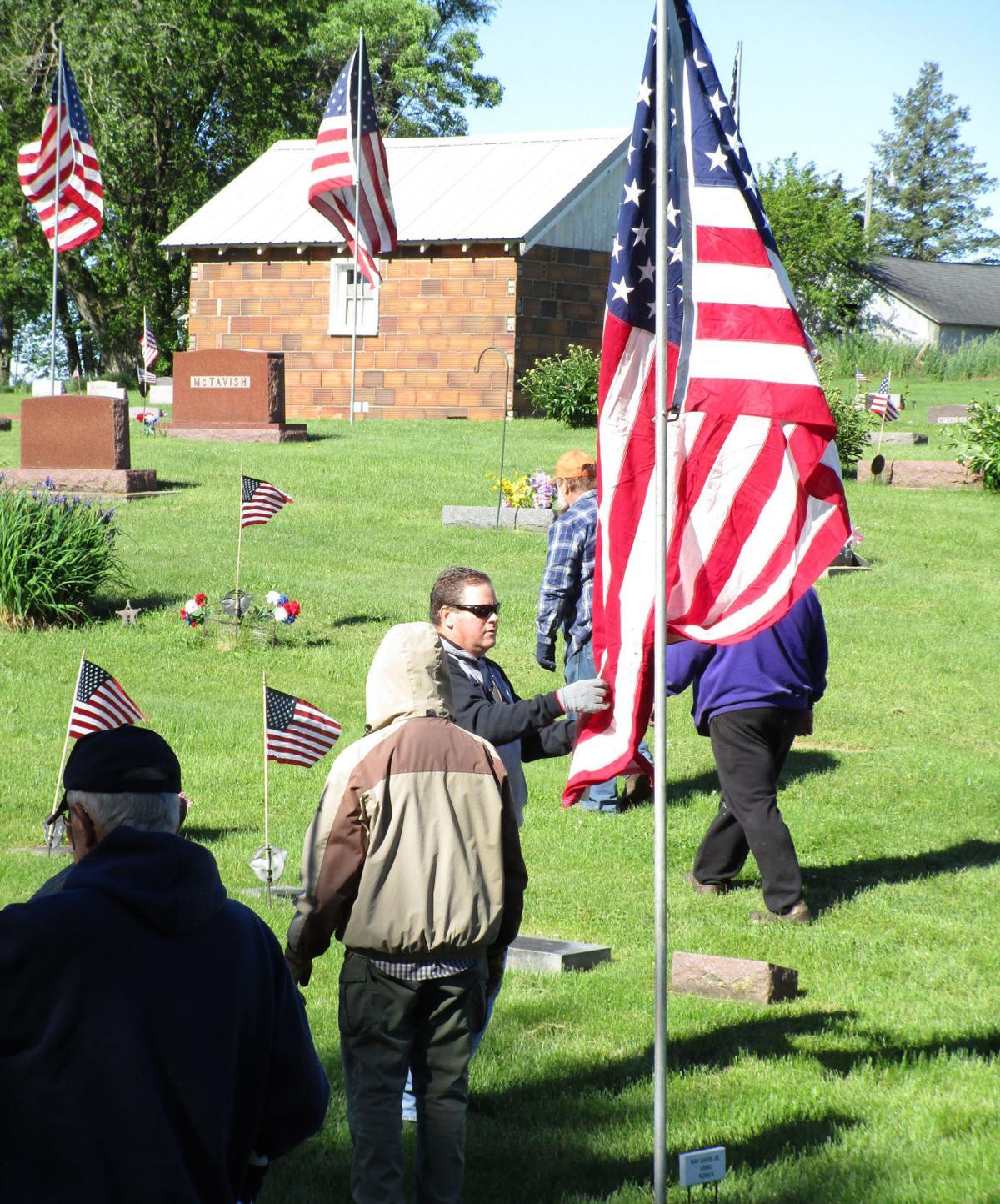 Jeff Davis sets flag
