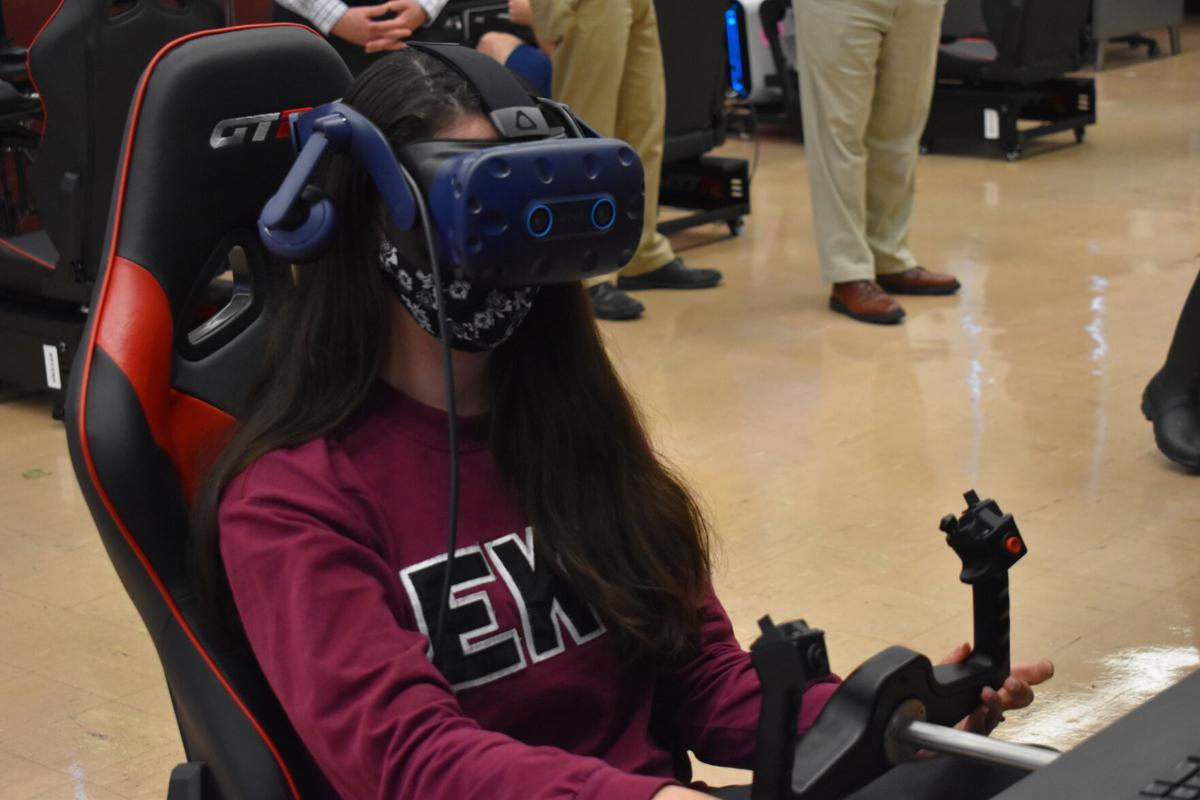 EKU aviation students take flight with new virtual reality flight simulators