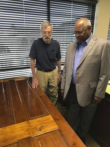 A unique gift:Historical society presents mayor withpiece of his past