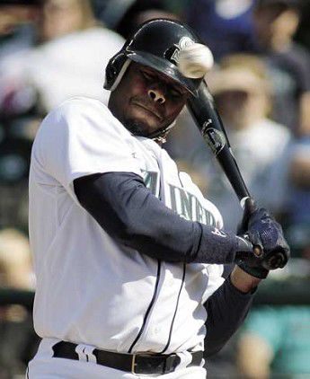 Lopez leads Mariners to 4-2 victory over Twins