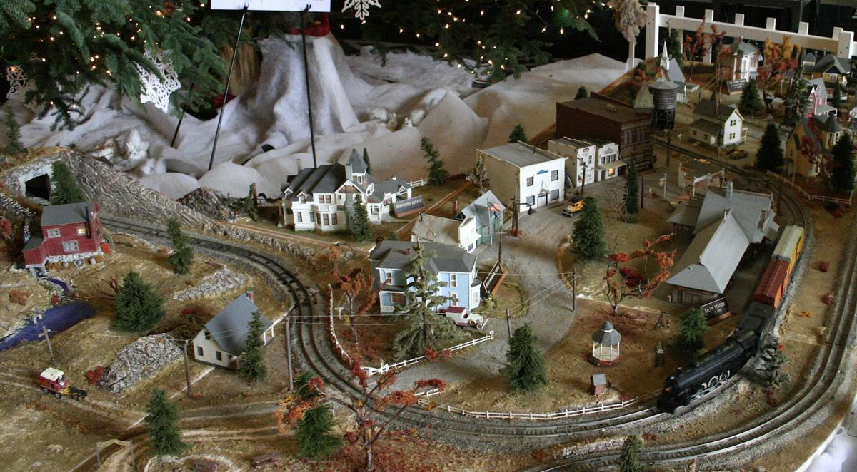 Christmas Model Railway.Capitol Christmas Train Layout Started As Prisoners