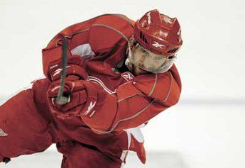 Red Wings look to overcome Penguins' whiteout