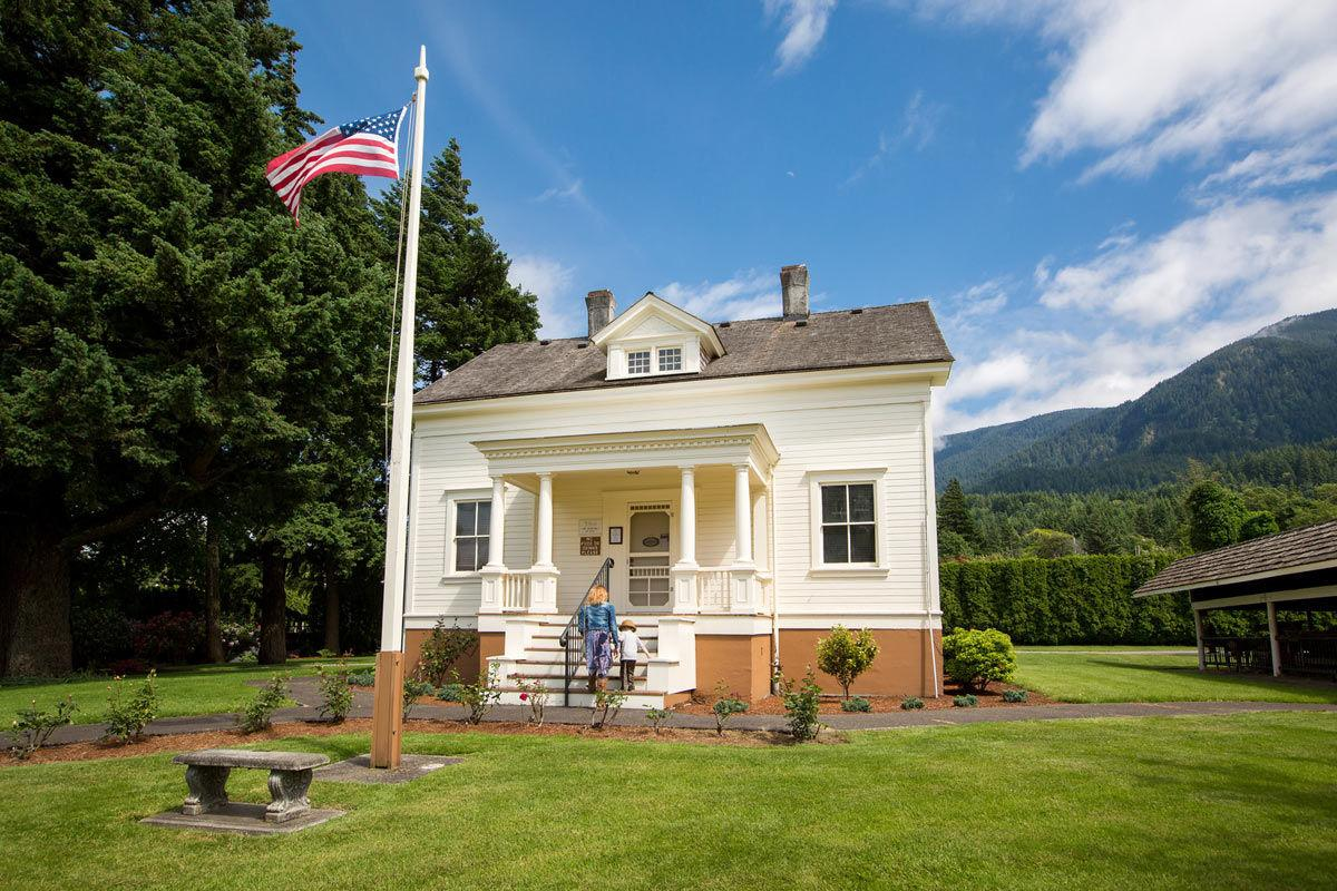 Cascade Locks Museum.jpg