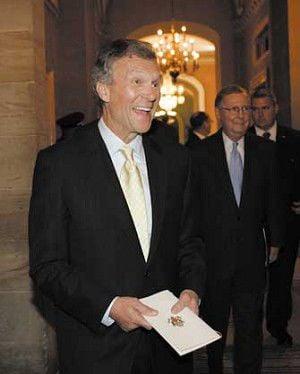 Obama names Daschle as health secretary