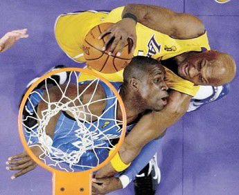 Lakers blow out Magic