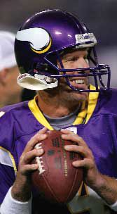 Off-target Favre debuts for Vikes