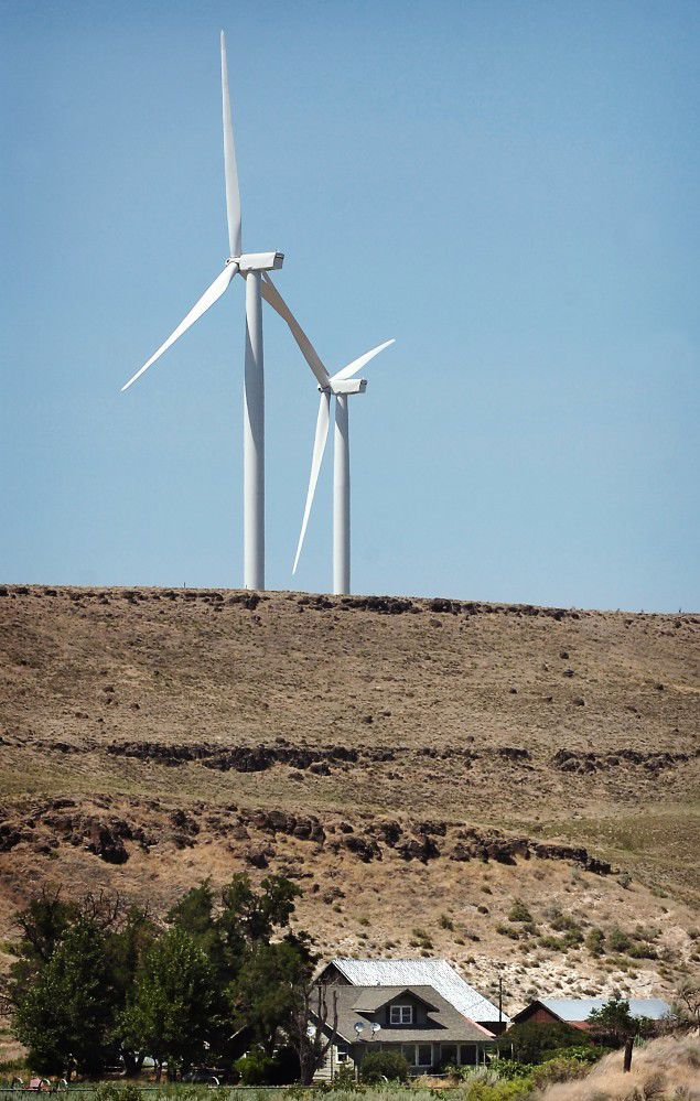 When turbines rise, ranchers breathe easier