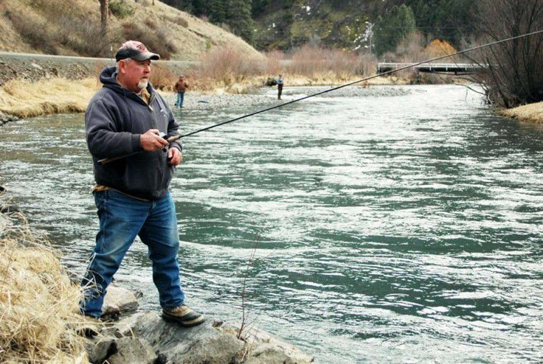 Steelhead lure hundreds of anglers
