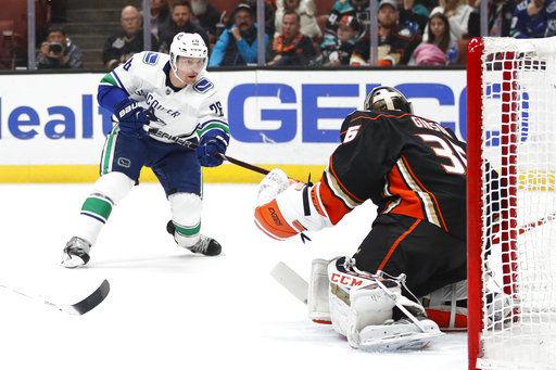 Getzlaf propels Ducks past Canucks 4-3, ending 3-game skid