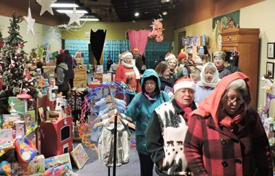 PENDLETON Downtown Holiday Stroll delivers the goods