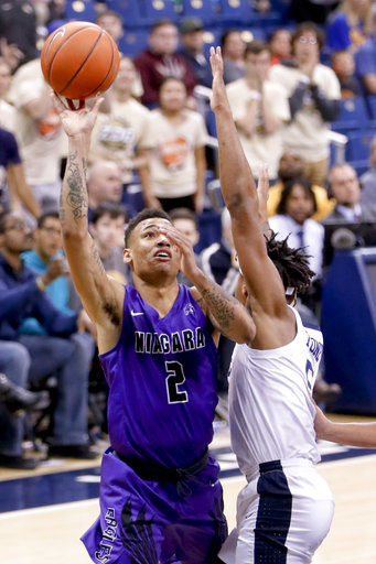 Niagara rides Towns, Tate to 71-70 upset over Pittsburgh