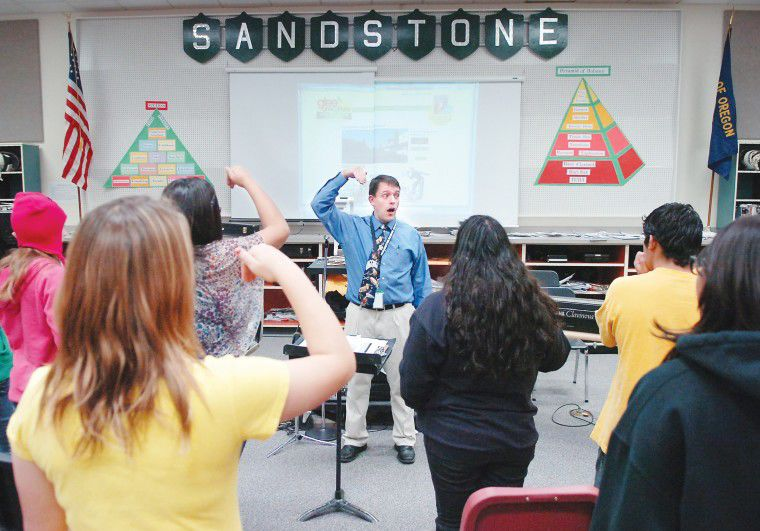 'Glee'?competition energizes Sandstone