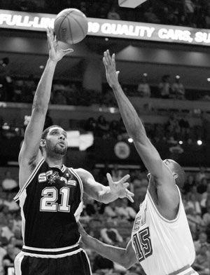 NBA Roundup: Spurs edge Heat