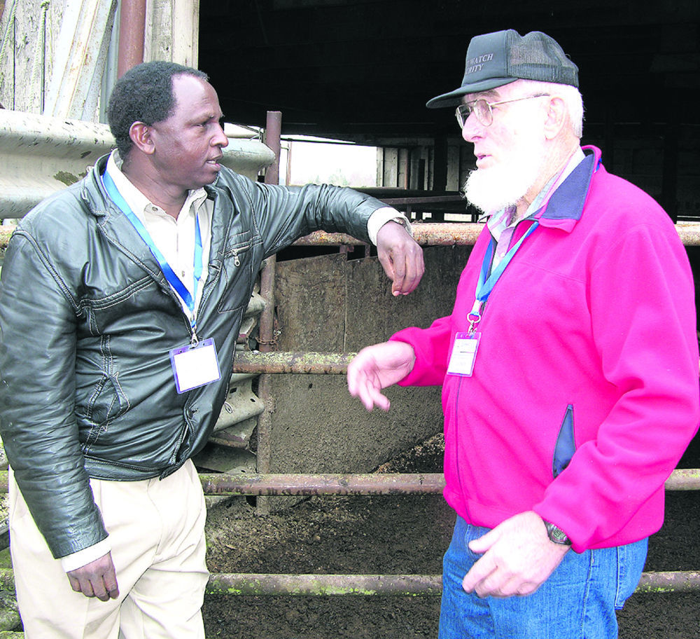 African veterinarians visit Oregon ranches