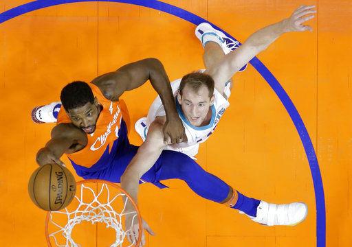 Clarkson scores 24, injury-riddled Cavaliers blast Hornets