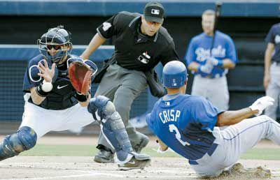 Breezy day equals big offense for Royals, Mariners