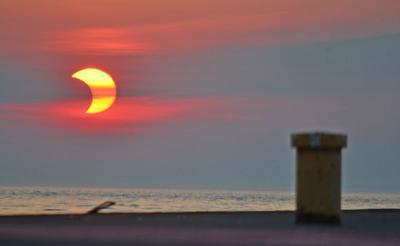 "Solar splendor greets dawn ""treaders"" 1"