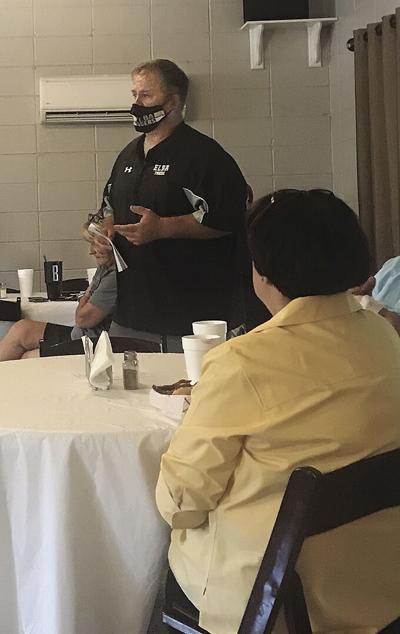 Coach Sieving at QB meeting