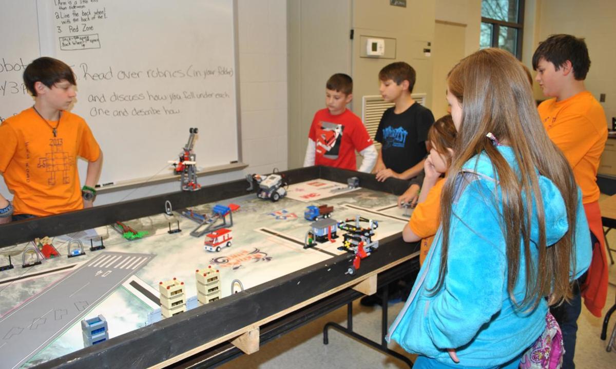 FMS robotics team advances