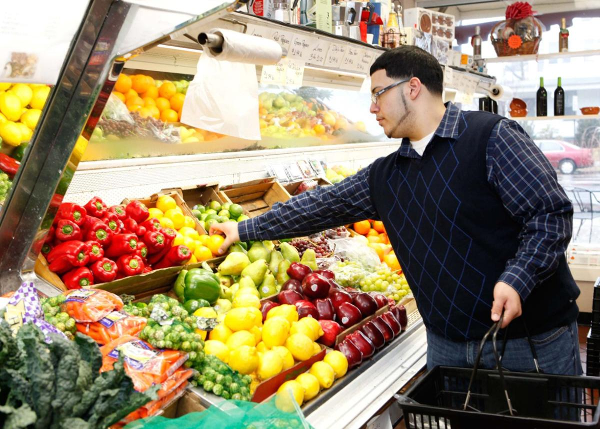 Communities are trying to get people to eat healthier by eating more fruits and vegetables.
